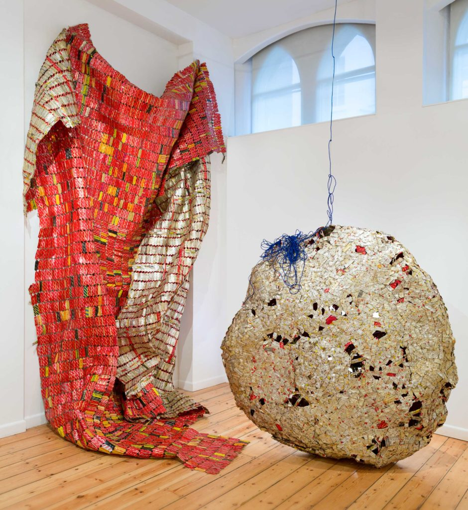 AGBA-940x1024 For El Anatsui, the Kunstmuseum Bern is decked out in metallic colors