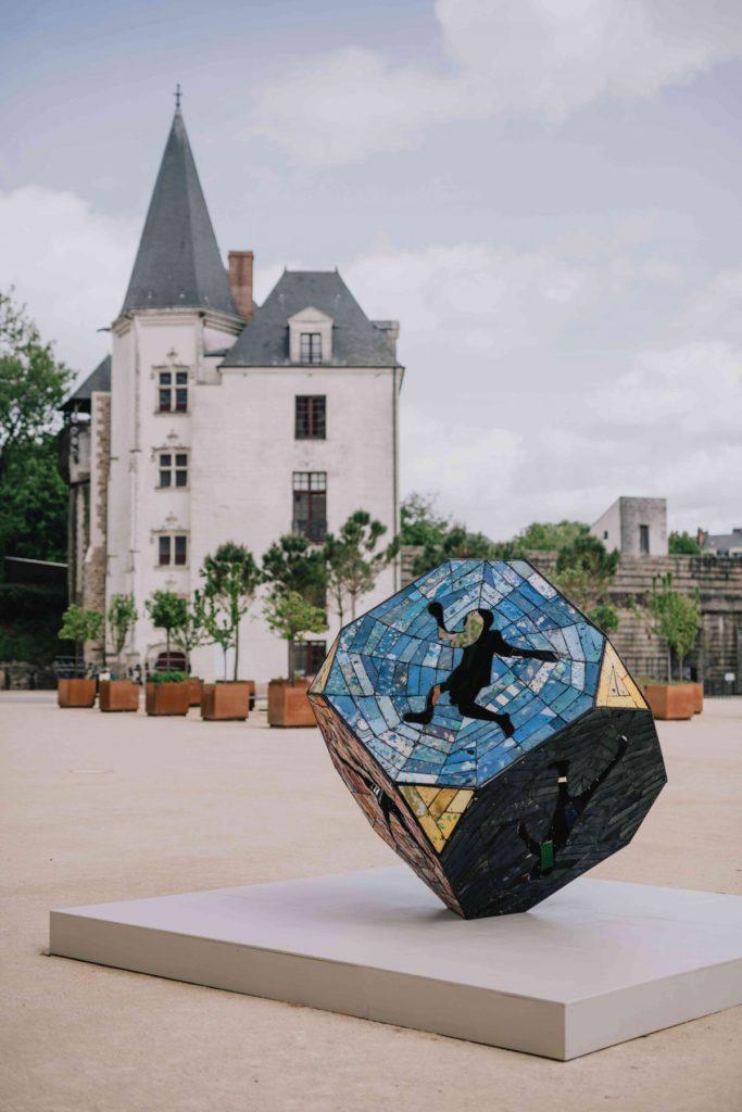 L'artiste béninois Romuald Hazoumè hôte du musée d'histoire de Nantes